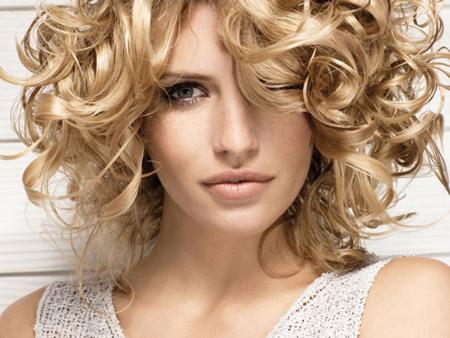 укладка волос локонами