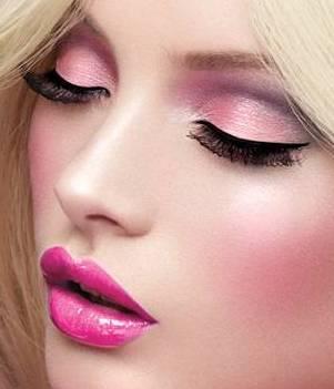 Семинар по макияжу проводят лучшие специалисты, имеющие высокую...